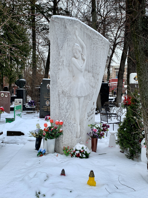 新聖女修道院公墓